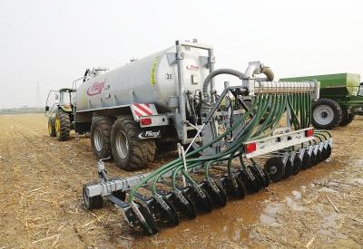 北京:高精尖农机装备助力生态智能农业发展.jpg