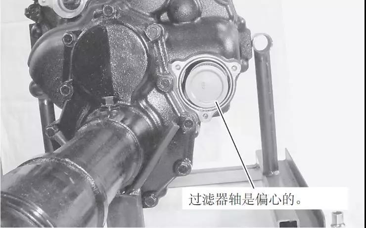 洋马YH880变速箱内过滤器的拆卸方法